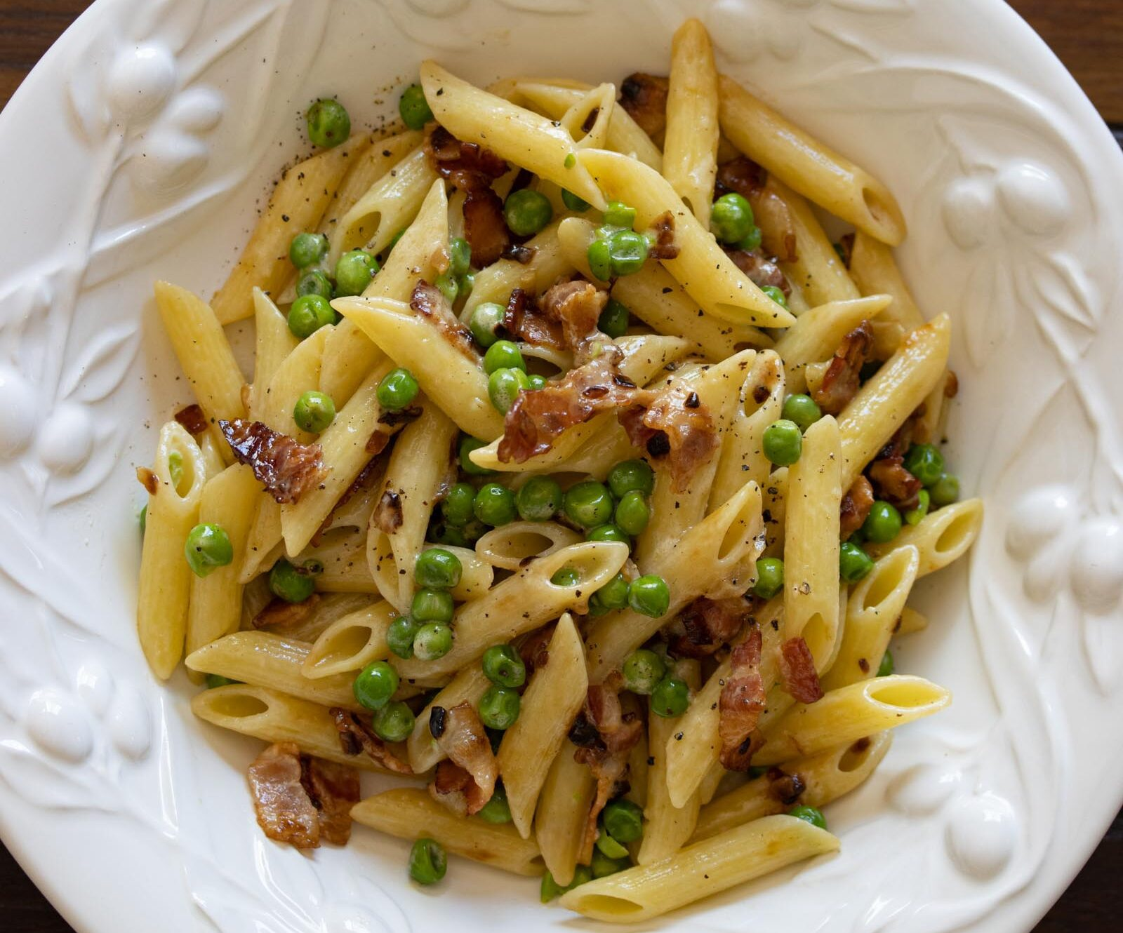 penne pasta, peas and bacon