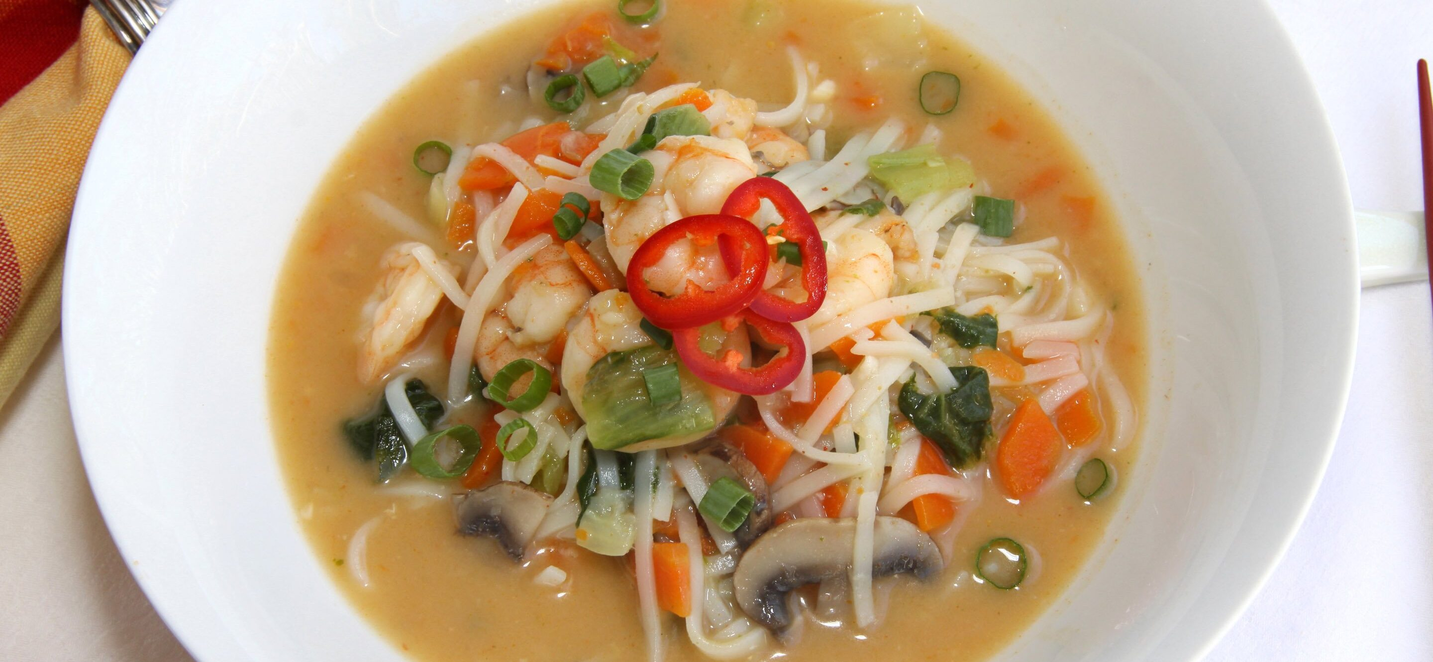 paf Thai soupe with shrimps and vegetables