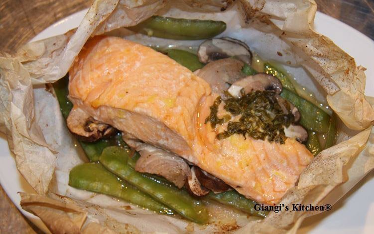 salmon with vegetables in parchmenrt