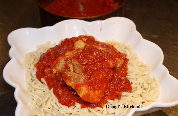 spaghetti rigati with chicken and tomato sauce