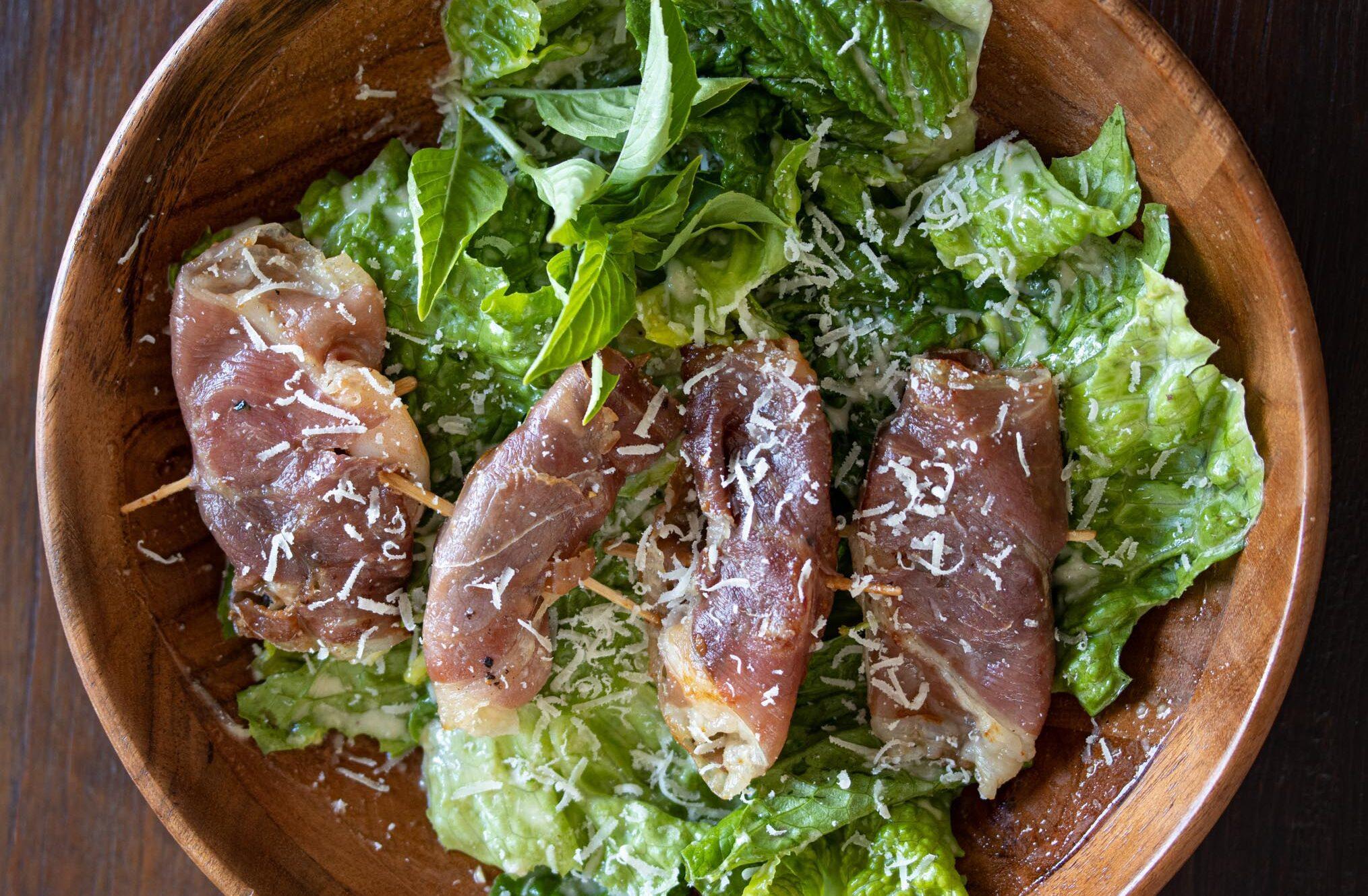 caesar's salad with shrimps saltimbocca