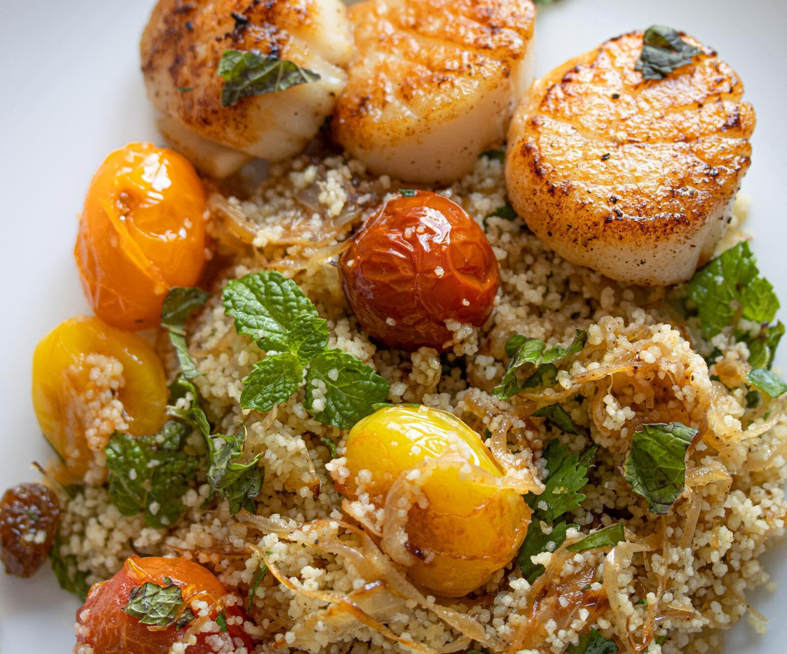 couscous herbs , tomatoes salad with scallops